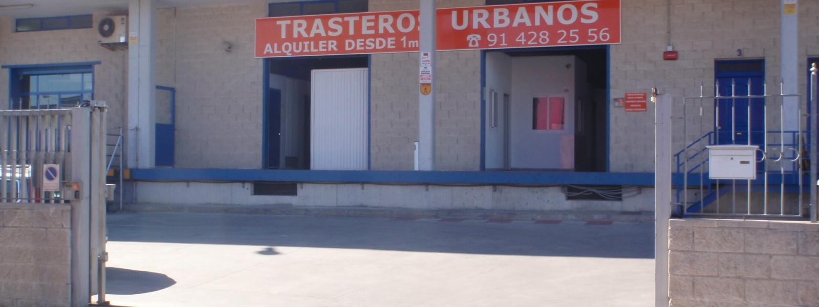 Recinto cerrado, parking gratuito y muelles de carga